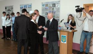 Вручение удостоверения лектора уголка